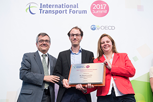 Florent Laroche receiving the ITF 2017 Young Researcher of the Year Award